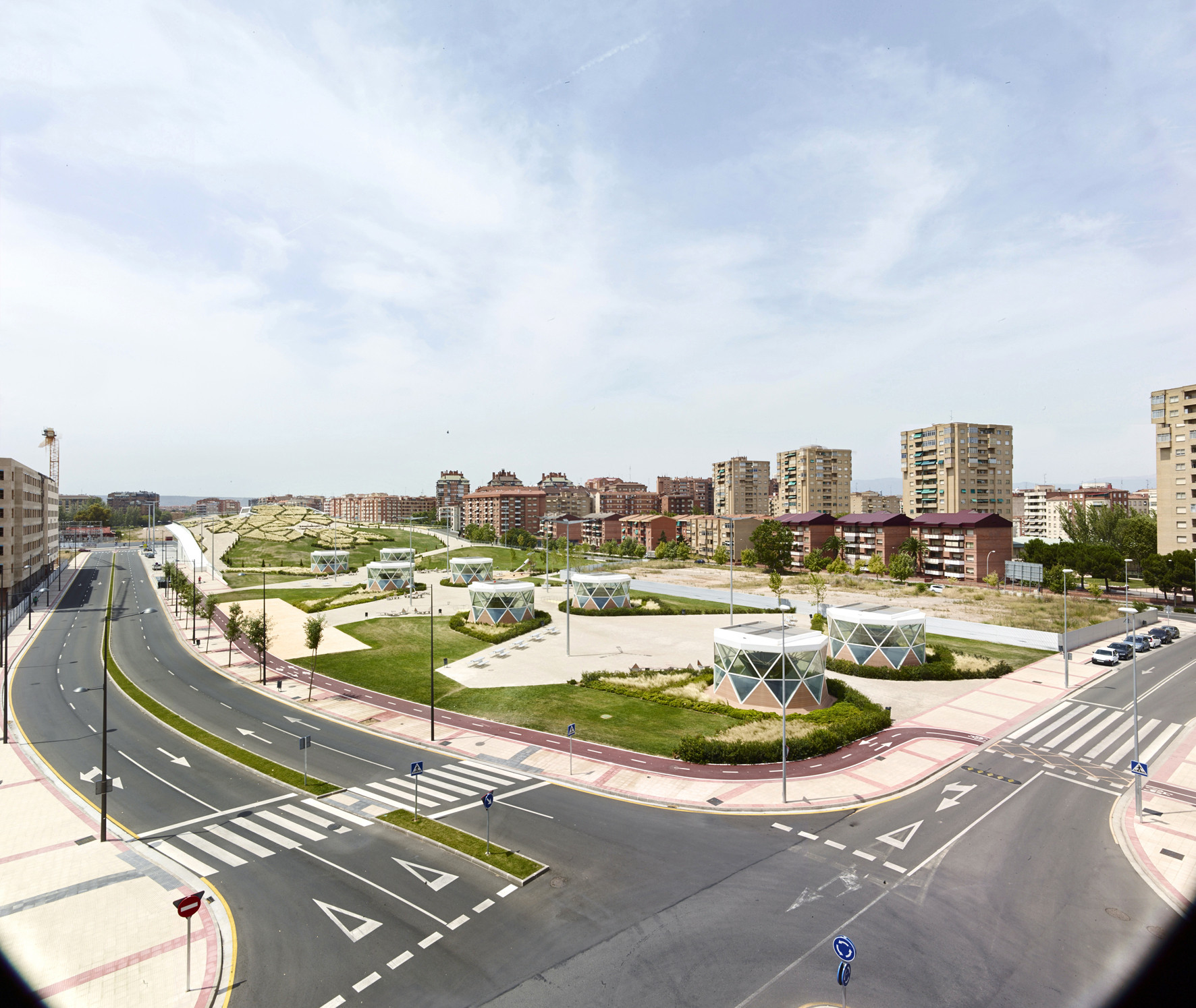 Public Equipment: Urban Park And Transportation Hub. Image © José Hevia