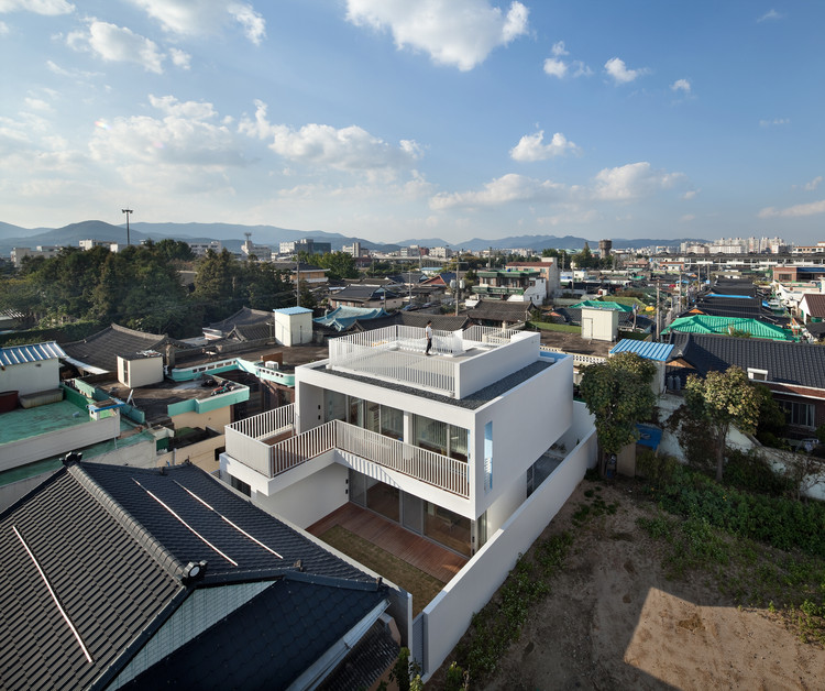 172M2 compact House /  JMY architects , © Joonhwan Yoon