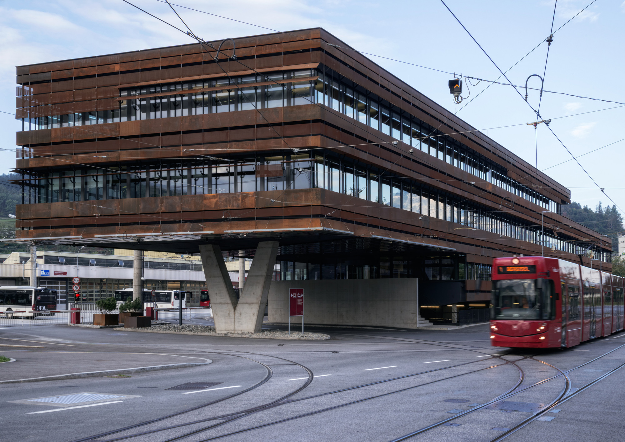 IVB Operational Service Building Innsbruck / peterlorenzateliers , © Paolo Utimpergher