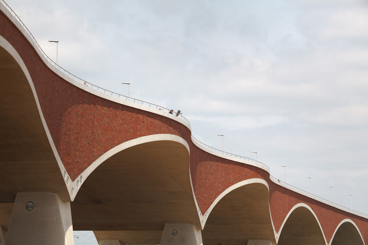 City Bridge 'De Oversteek' / Ney Poulissen Architects & Engineers, © Stijn Bollaert