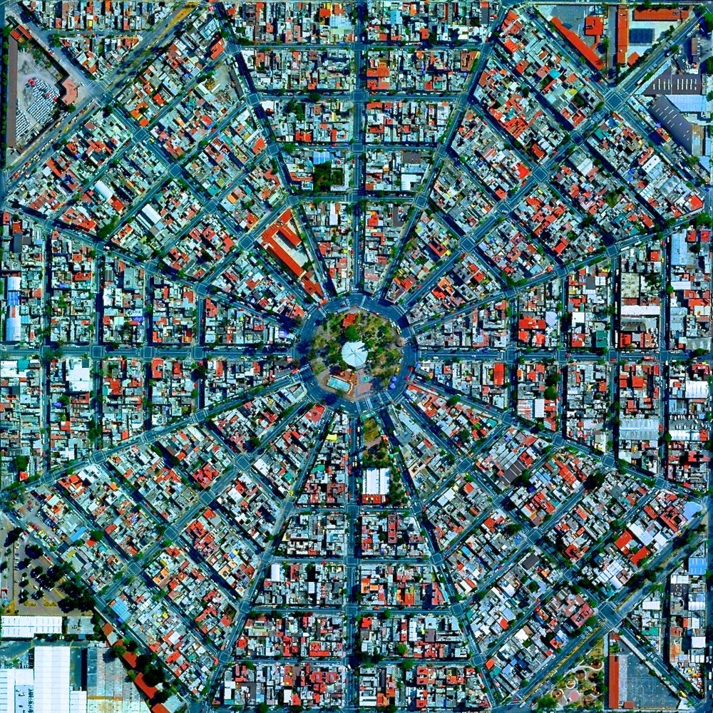 Plaza Del Ejecutivo in the Venustiano Carranza district of Mexico City, Mexico. Image Courtesy of DigitalGlobe