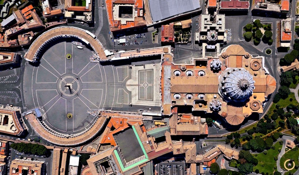 Piazza San Pietro, Vatican City State. Image Courtesy of DigitalGlobe
