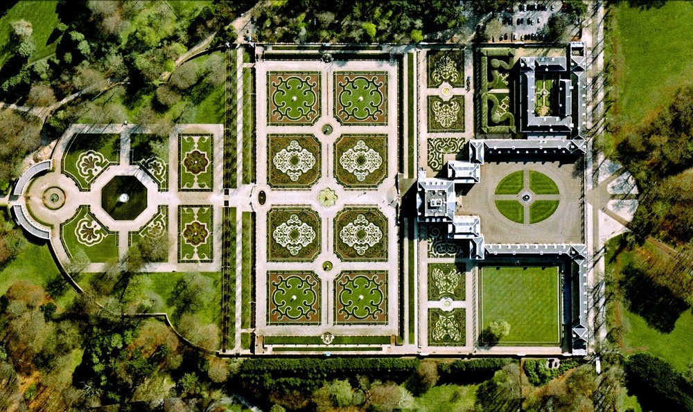 Het Loo Palace - Apeldoorn, Netherlands. Image Courtesy of DigitalGlobe