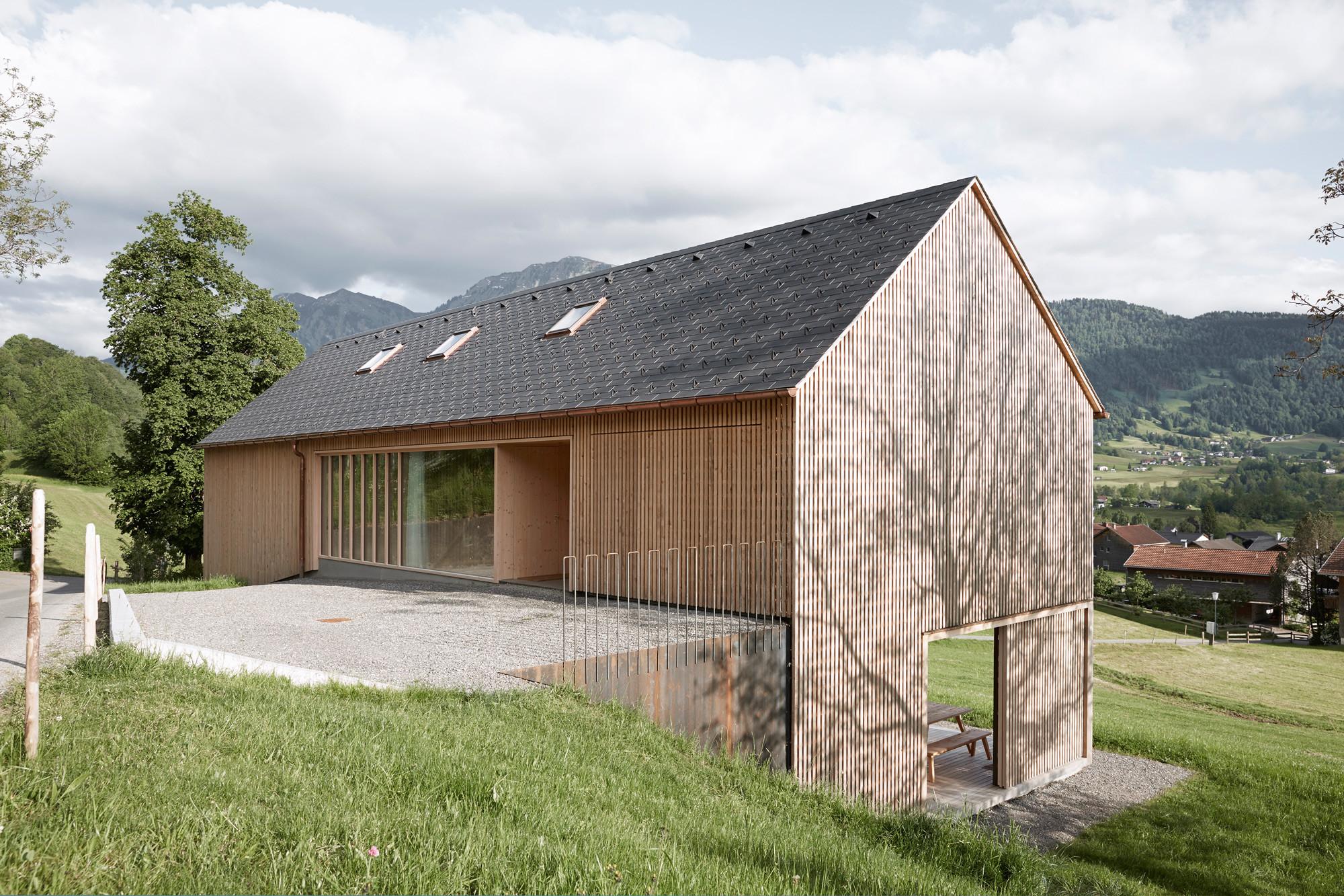 Haus Fr Julia Und Bjrn Innauermatt Architekten With Haus Satteldach.  Excellent Moderne Wohnhuser ...