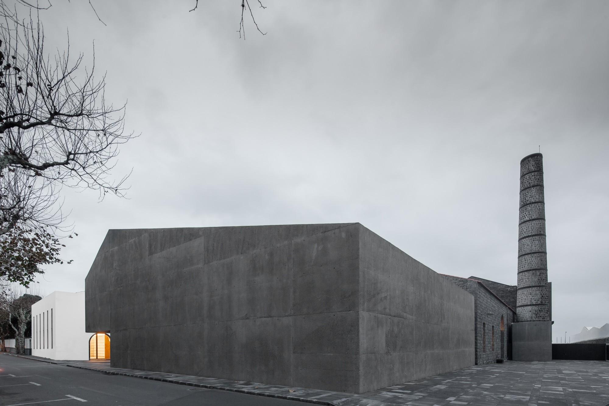 Contemporary Arts Centre / João