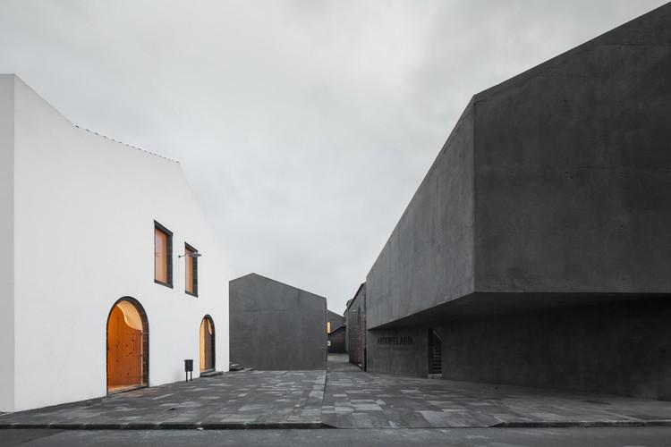 Arquipélago – Contemporary Arts Centre / Menos é Mais Arquitectos + João Mendes Ribeiro, © José Campos
