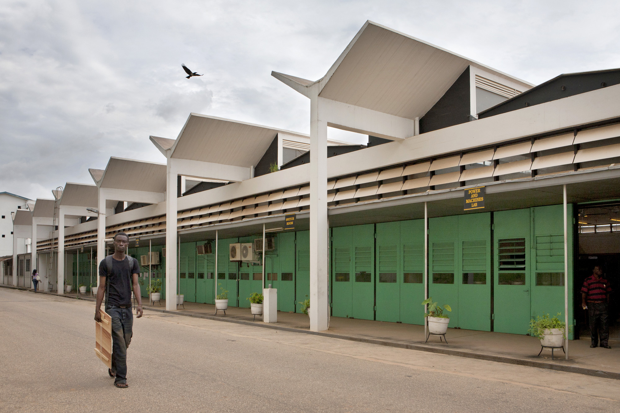 Escuela de Ingeniería en KNUST (Kwame Nkrumah University of Science and Technology), Kumasi (Ghana), por James Cubitt, 1956. Imagen Cortesía de Alexia Webster