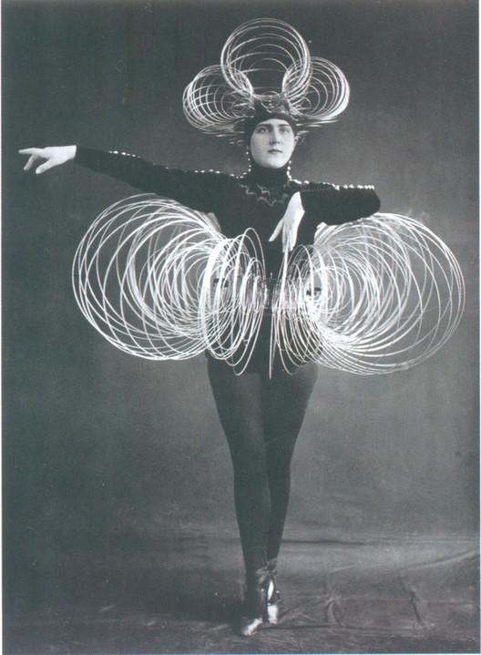 Ballet de la Bauhaus, 1922. Fuente de la imagen: Deconcrete