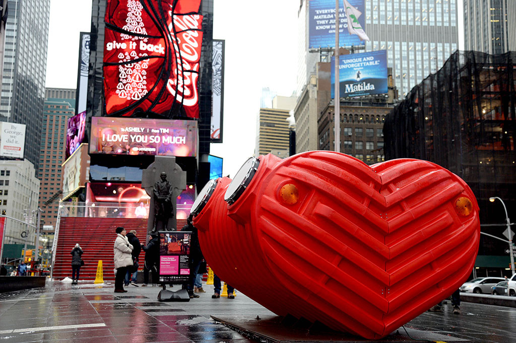 Stereotank's HeartBeat Fills the Air in Times Square, © Clint Spaulding for @TSqArts
