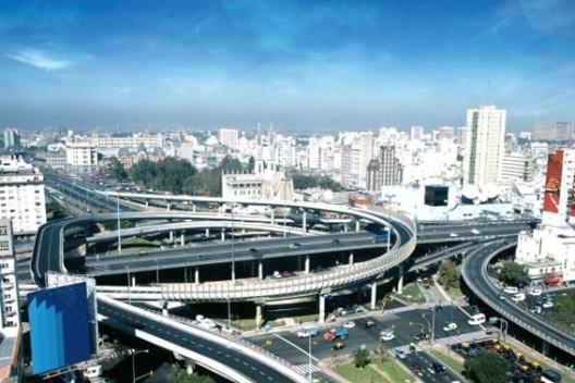 © Impacto visual de la bajada de la autopista 25 de Mayo. Fuente: www.lndnoticias.com.ar