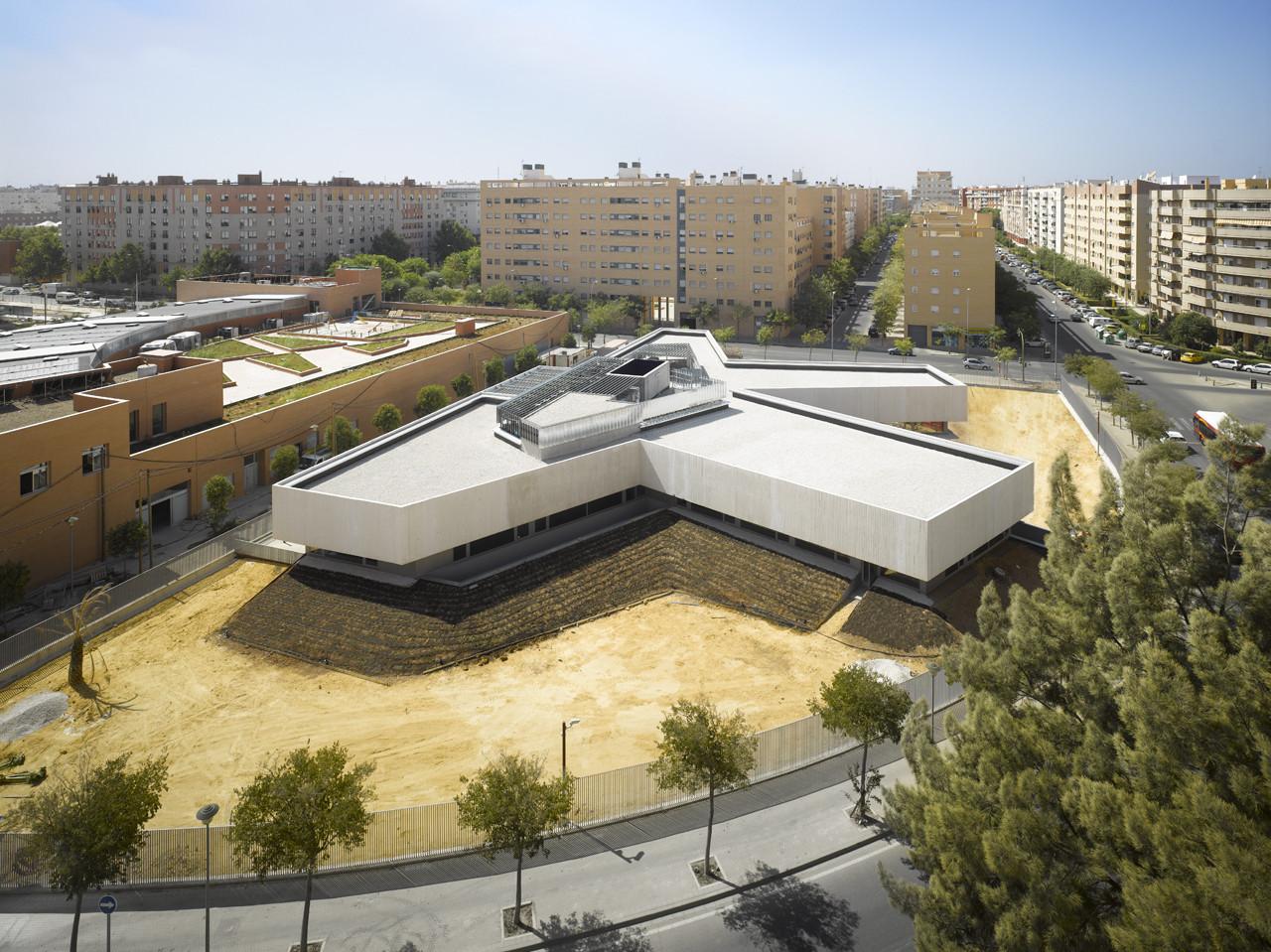 Comisaría Distrito Este de Sevilla / Paredes Pedrosa. Image © Roland Halbe
