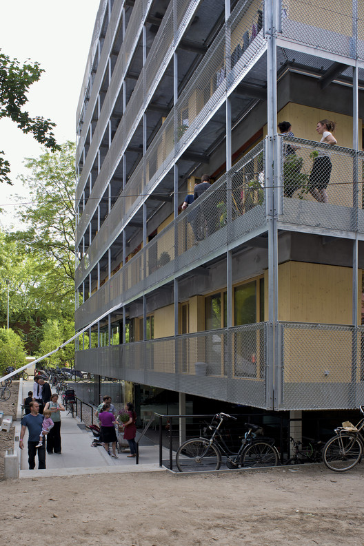 Co-Housing Movement Sweeps through Europe, R50 – Cohousing / ifau und Jesko Fezer + HEIDE & VON BECKERATH. Image © Andrew Alberts