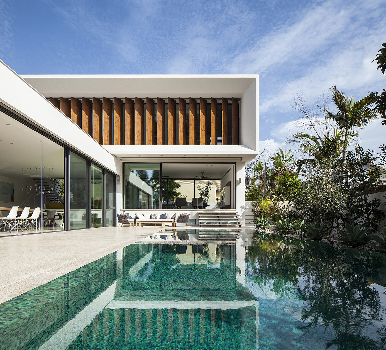 Mediterranean villa paz gersh architects archdaily for Pool design for villa