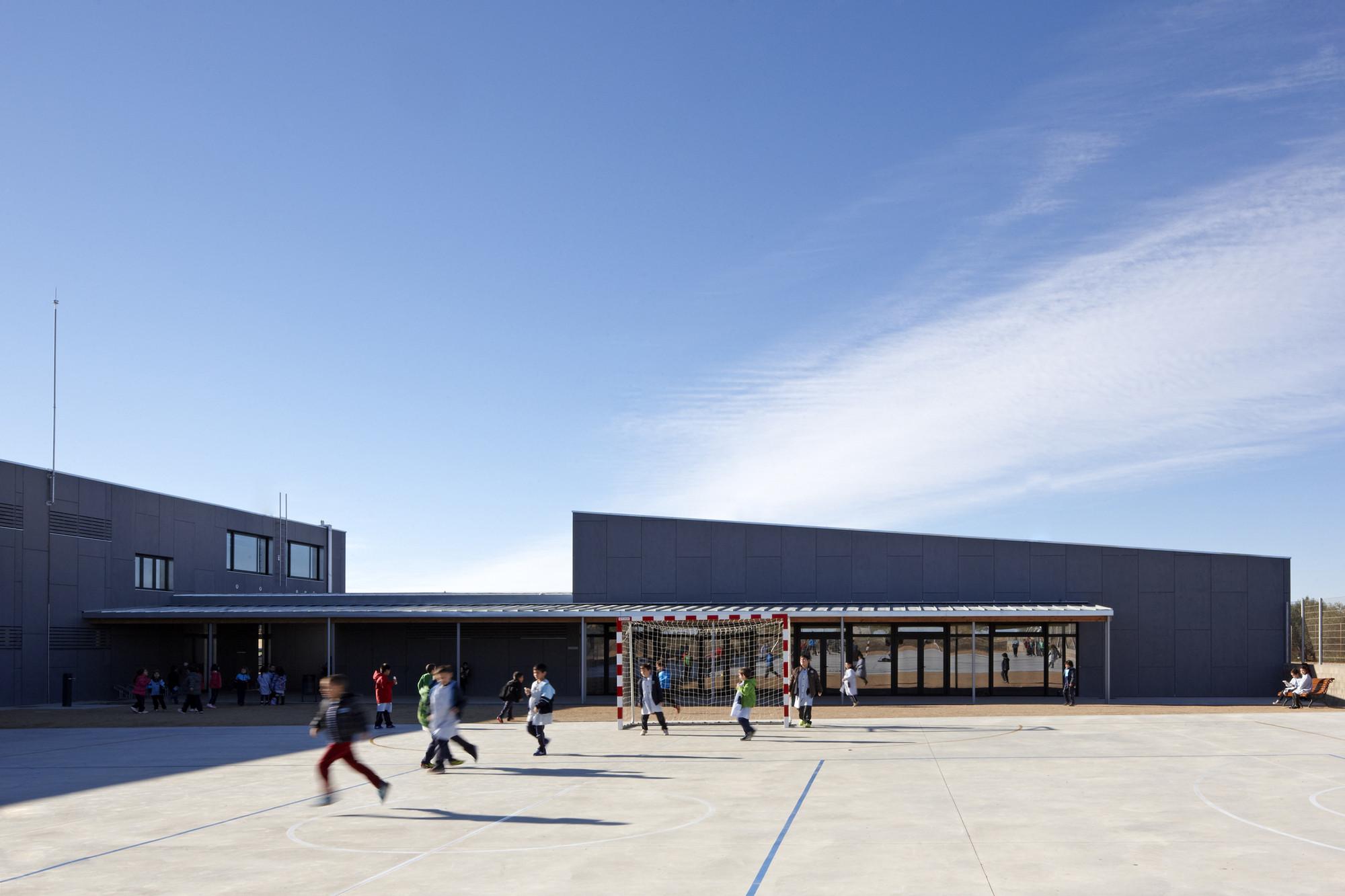 Escuela La Canaleta  / 2260mm Arquitectes, © Lluís Bernat