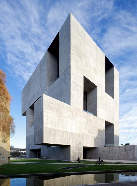 Centro de Innovación UC - Anacleto Angelini / Alejandro Aravena | ELEMENTAL. Imagen © Nico Saieh