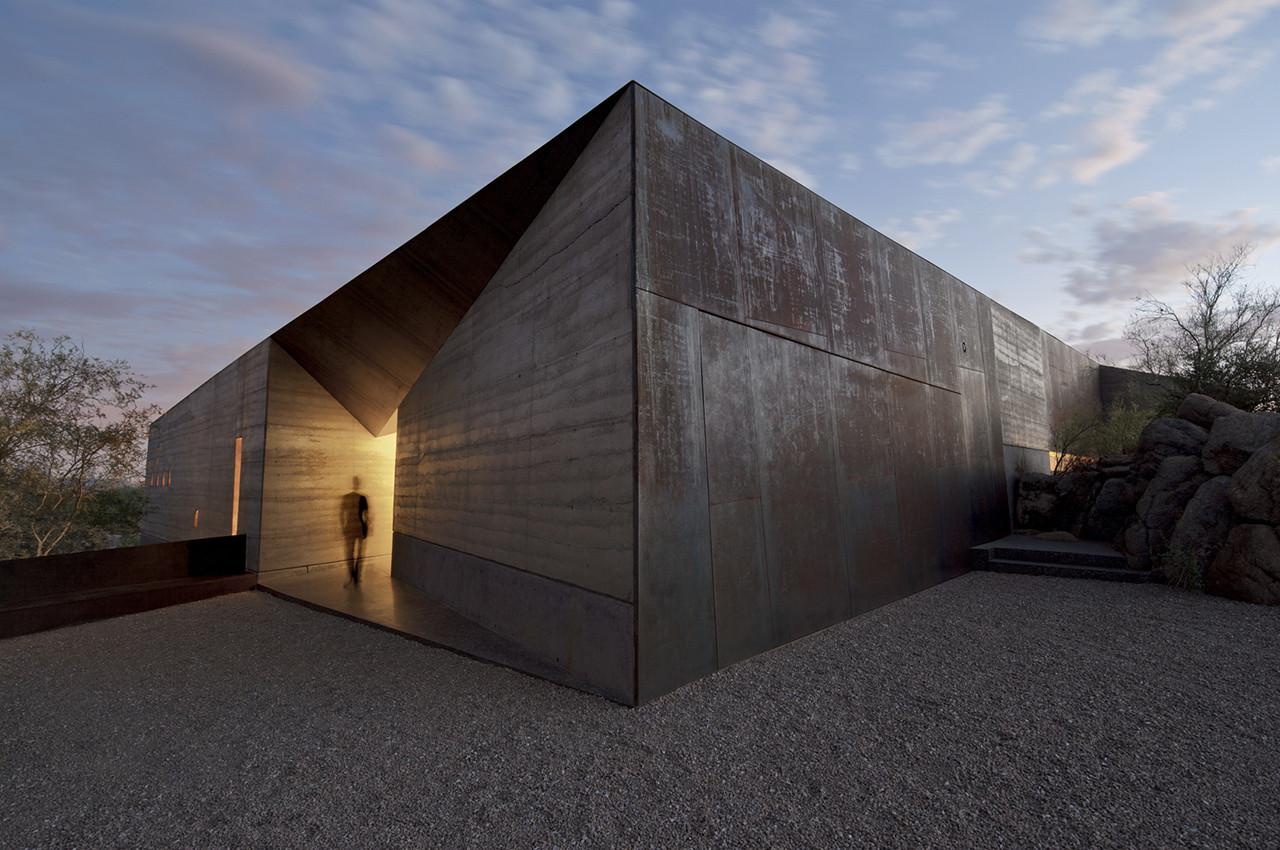 Desert Courtyard House / Wendell Burnette Architects. Imagen © Bill Timmerman