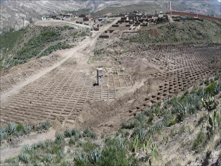 La Hoyada, huella de una desaparición, trama de exhumación, tanque de combustible y horno. Image Cortesía de Awaq Estudio + Estudio Shicras