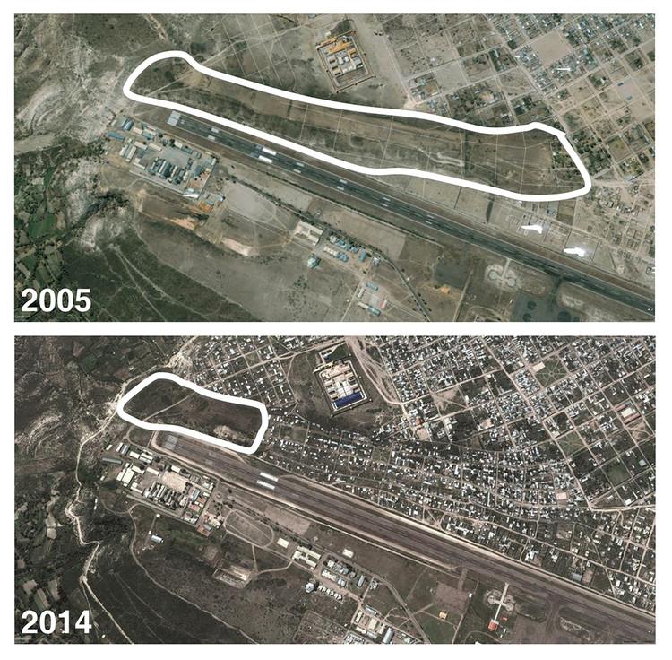 La hoyada en el 2005. Área periférica baldía. La hoyada en el 2014. Proceso violento de ocupación territorial. Image Cortesía de Awaq Estudio + Estudio Shicras