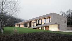 Slight Slope Long House / I/O Architects