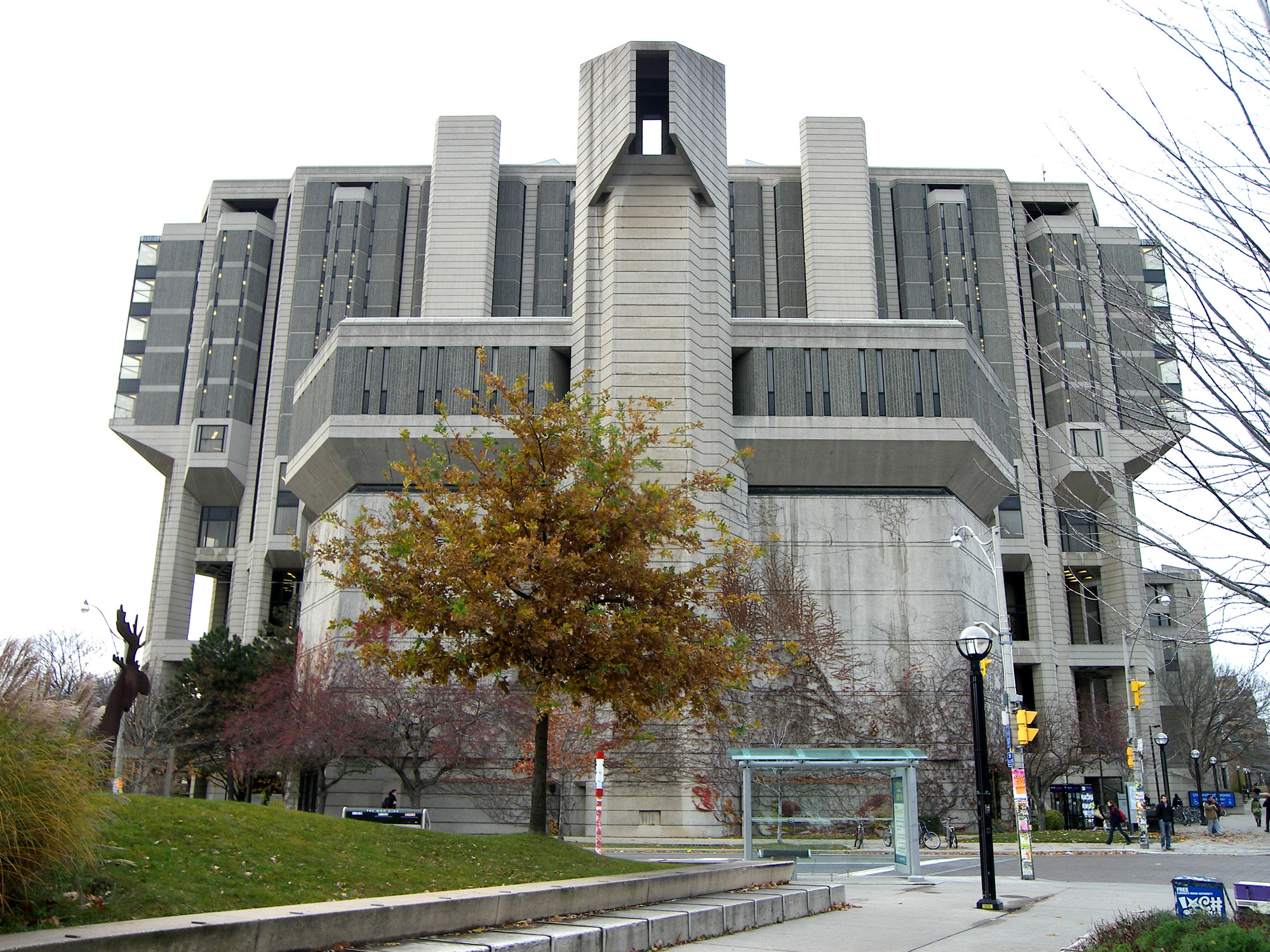 AD Classics: Robarts Library / Warner, Burns, Toan & Lunde, © Wikipedia User Dr. K