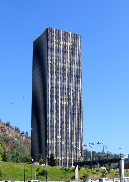 Vista exterior de la Torre. Cortesía de autor Pablo Contreras, Wikipedia (CC)