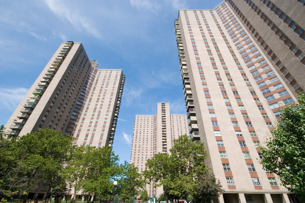 North America's Radiant City: Le Corbusier's Impact on New York, Co-op City. Image © Flickr CC user Runs With Scissors