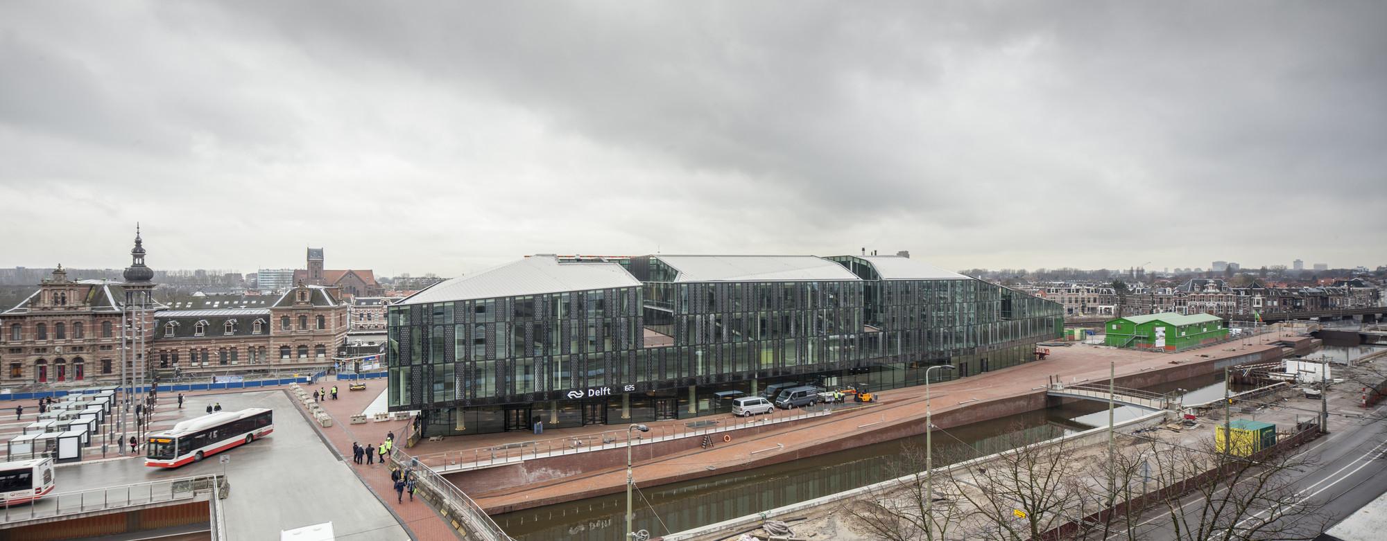 Todo ell complejo de ayuntatiento y estación abrirán en el 2017. Imagen © Harry Cock