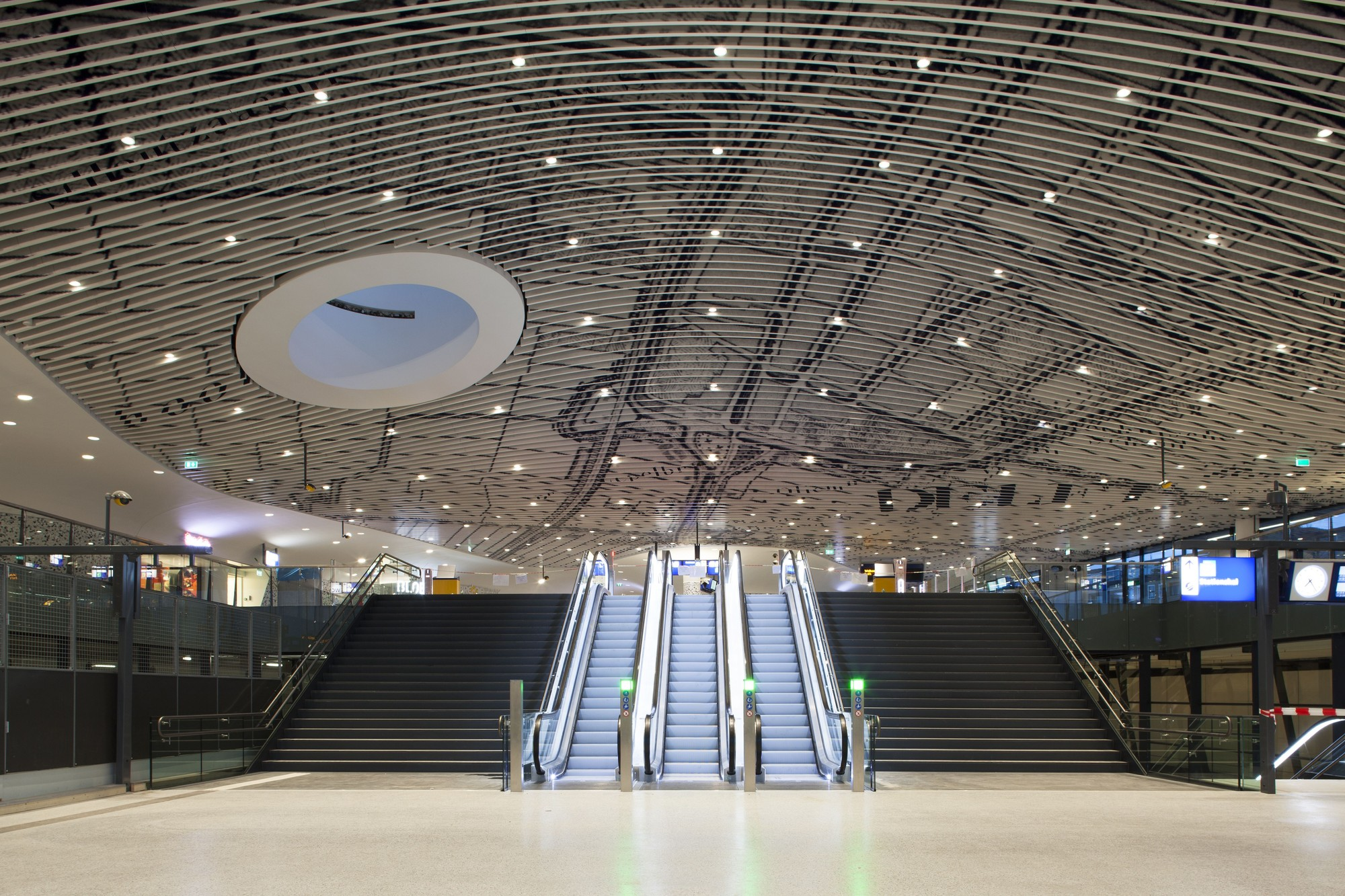Arrival into the 'vaulted' station hall. Image Courtesy of Mecanoo