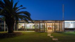 With 3 Kids, 2 Dogs and the Jungle / Osamu Morishita Architect & Associates
