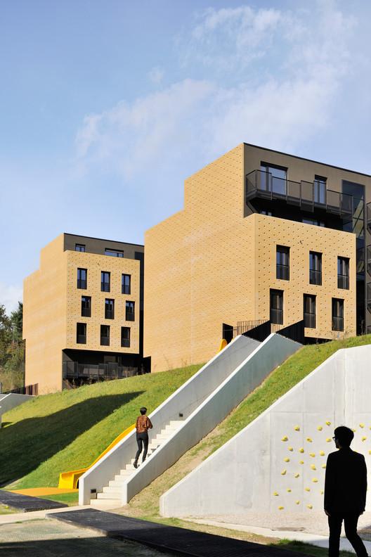 Brick Neighbourhood / dekleva gregorič architects, © Miran Kambič