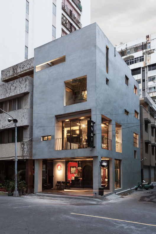 Renovation of Split-Level Hair Salon & Residential / HAO Design studio, © Hey! Cheese