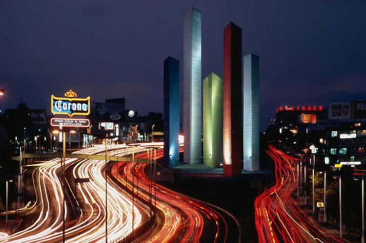 Cortesia de Wikiarquitectura. ImageClásicos de Arquitectura: Torres de Satélite / Luis Barragán