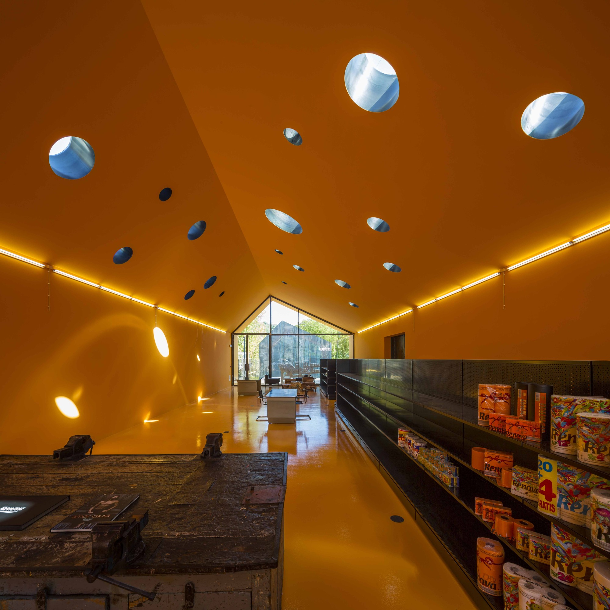 RENOVA Store & Theatre / Phyd Arquitectura, © Fernando Guerra | FG+SG