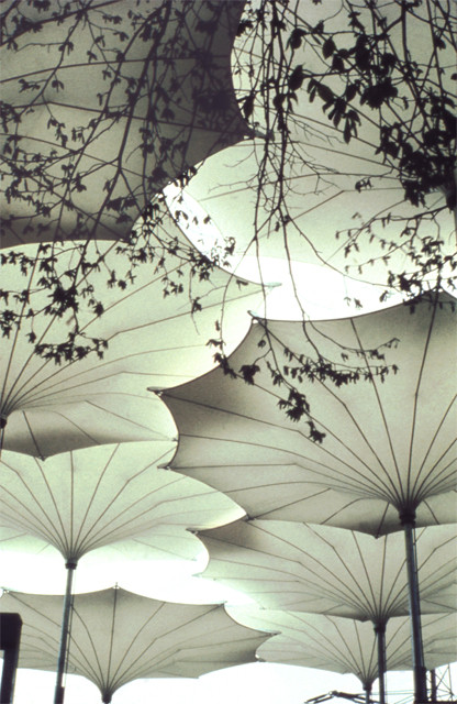 Paraguas diseñadas para el tour de Pink Floyd 1977. Image © Atelier Frei Otto Warmbronn