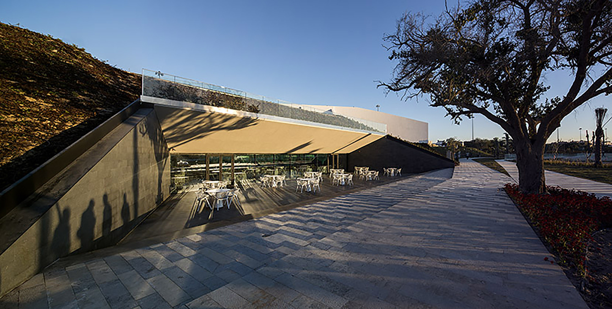 Gallery of al shaheed park ricardo camacho 7 for Garden design kuwait