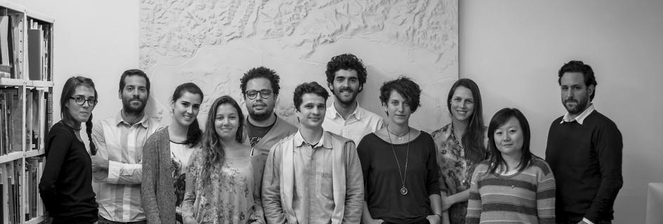 METRO Arquitetos - Gustavo Cedroni é o segundo à esquerda. Cortesia de METRO Arquitetos