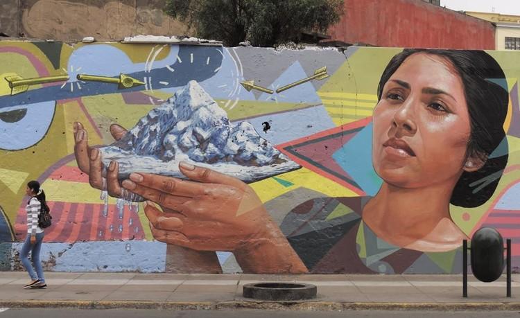 """Prohibir lo inevitable: por qué no borrar los 60 murales de Lima, Mural """"Utopía Climática"""" en Avenida Garcilazo de la Vega, Lima. Image vía Fan Page el Decertor"""