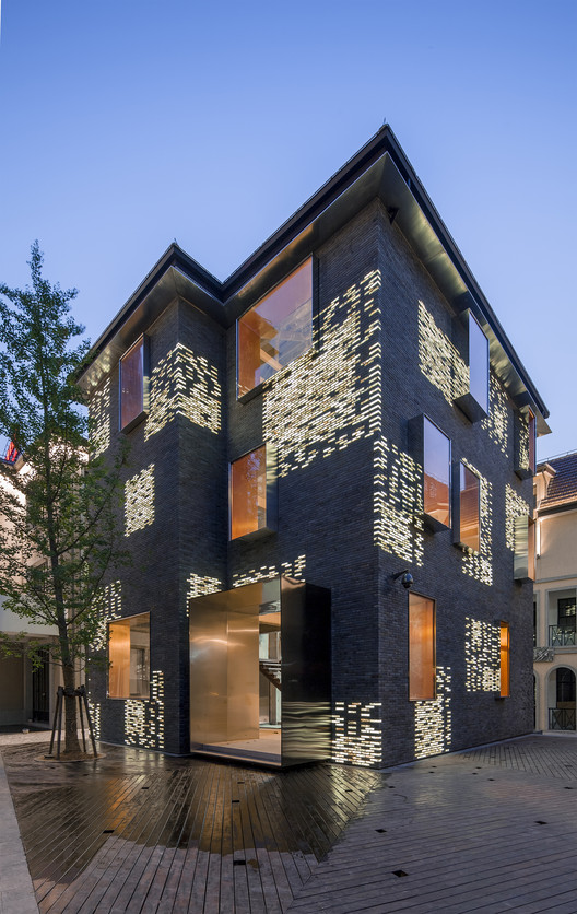 Façade Renovation for No. 8 Building / Atelier Archmixing, © Tang Yu