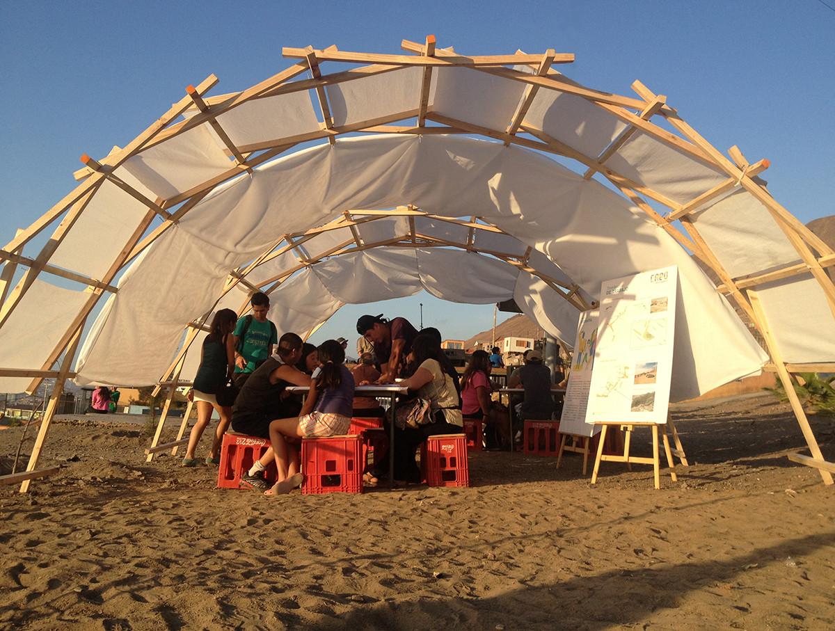 Low Tech: buscando hacer del diseño paramétrico una metodología inclusiva, Arcos colaborativos - Población René Schneider y Villa Las Américas, Antofagasta. Image © Ciudad Emergente