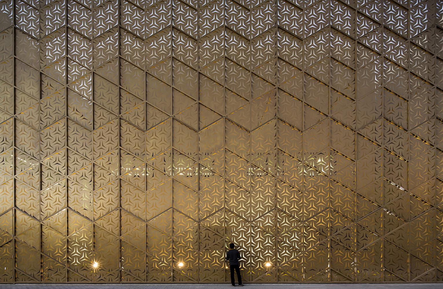Ali Mohammed T. Al-Ghanim Clinic / AGi architects