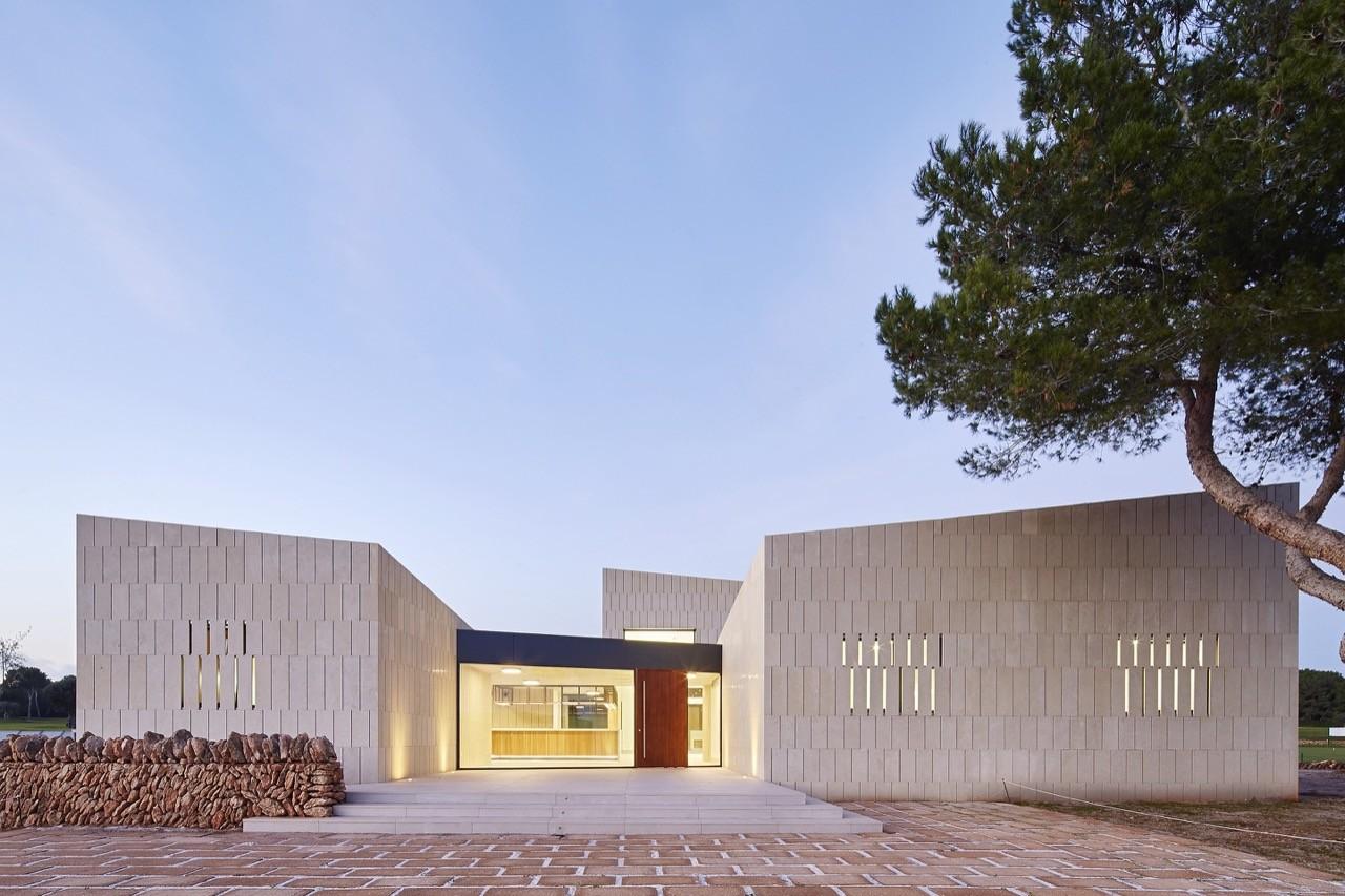 Gallery of stone clubhouse gras arquitectos 8 - Arquitectos mallorca ...