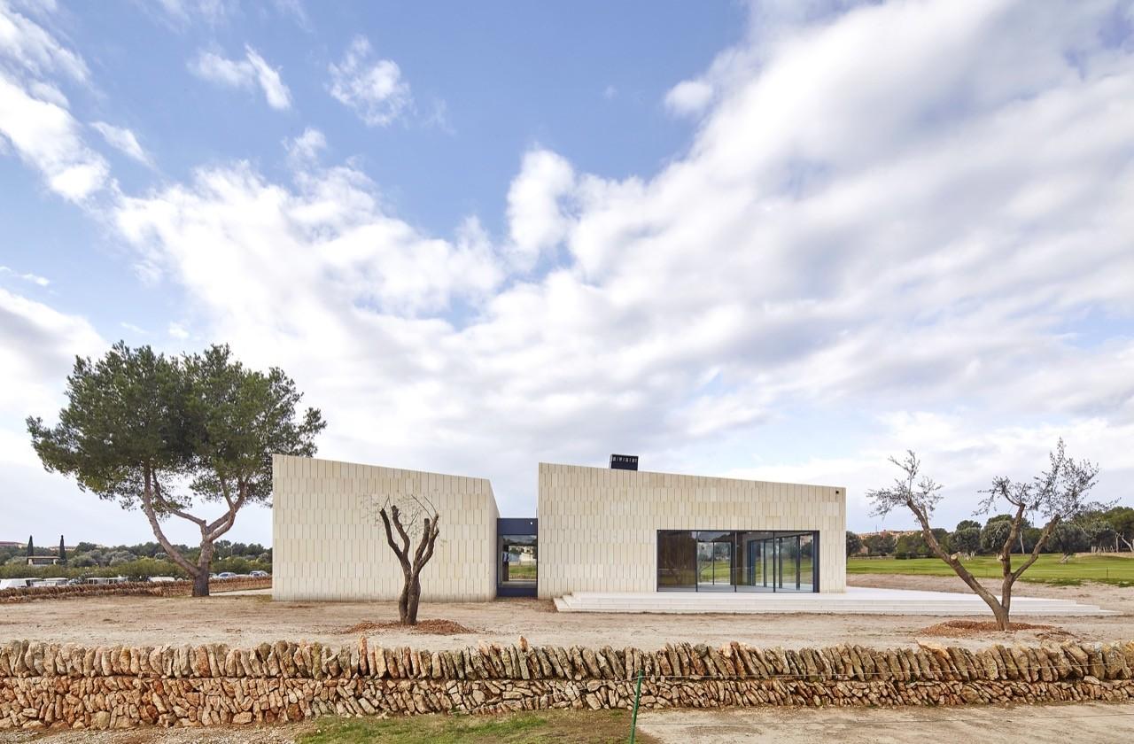 Stone Clubhouse / GRAS Arquitectos, © José Hevia