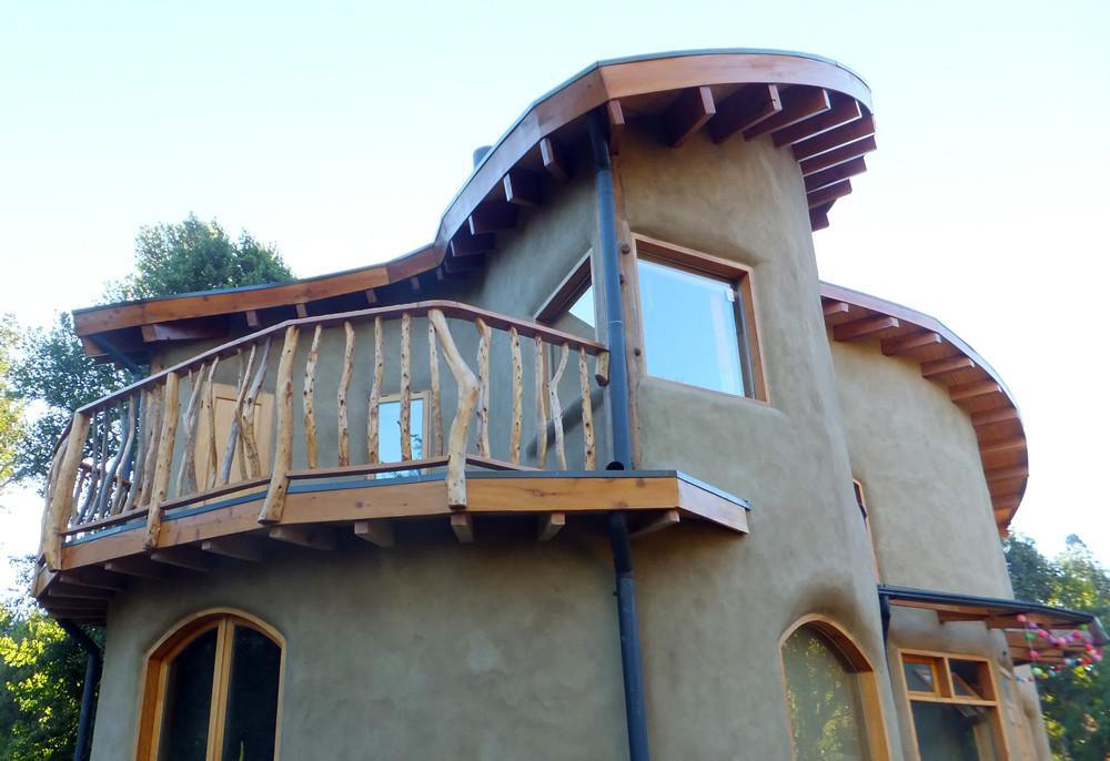 Figura 12 (izquierda). Techo recíproco con simetría rotatoria de la vivienda M&M, Golondrinas, Chubut, Argentina.