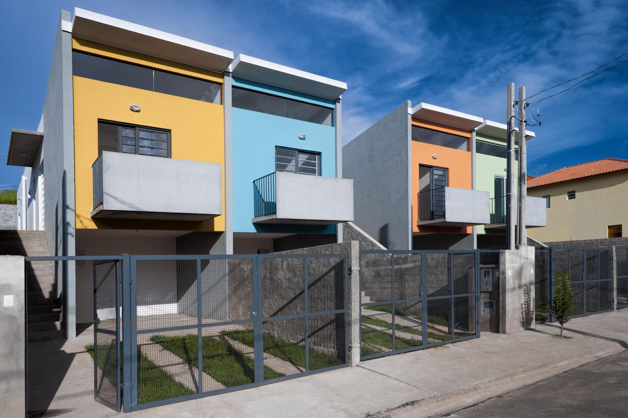 Casas em Cotia / Silva Realizações ArchDaily Brasil #AC791F 2000 1331
