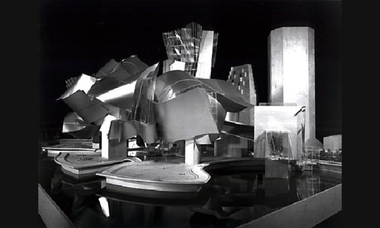 Maqueta del diseño de Gehry exhibida al público Imagen © Carter B. Horsley for The City Review