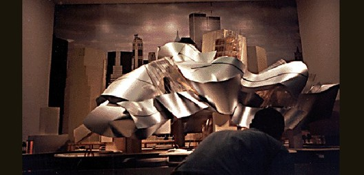 Modelo da proposta de Gehry que foi apresentado ao público. Imagem © Carter B. Horsley for The City Review