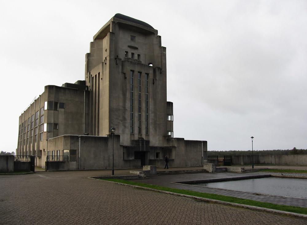 Radio Kootwijk: edificio A. Image © Petra van der Ree [Flickr CC]