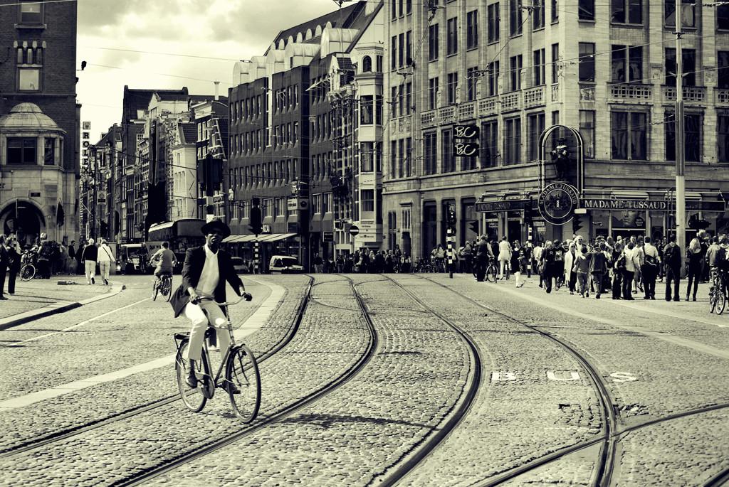Ciclista en Ámsterdam. Image © José Manuel Ríos Valiente [Flickr CC]