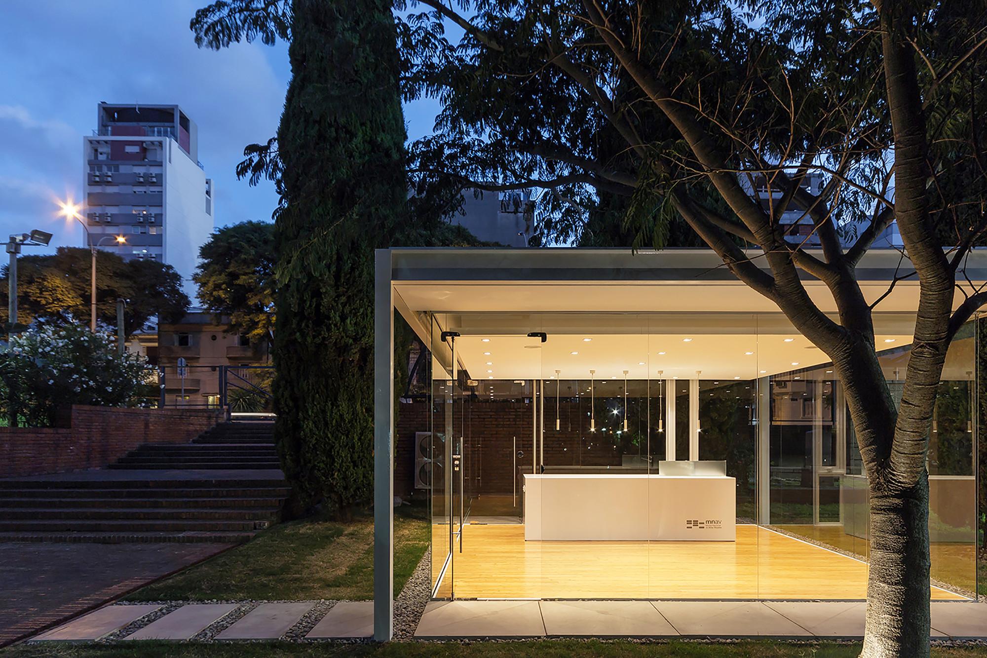 Un Pabellón en un Jardín  / Rafael Alanis, Andres Bonino, Matias Coll, Diego Secco, © Marcos Guiponi