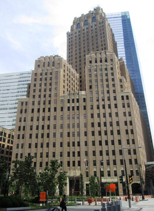 The Barclay-Vesey Telephone Building visto desde West St., estaba justo al norte de la torre norte del World Trade Center antes de los atentados del 11 de septiembre 2001. Imagen © Wikipedia user Beyond my Ken